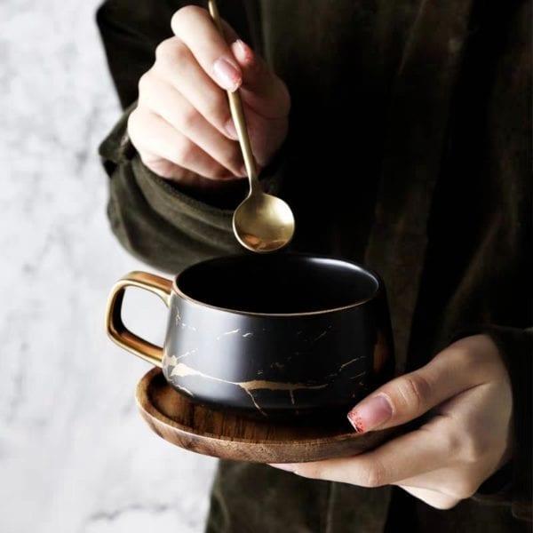 Man holding coffee mug